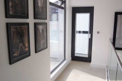 Home lift with external structure finished in glass