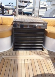 Platform Lift on a Speedboat Raised