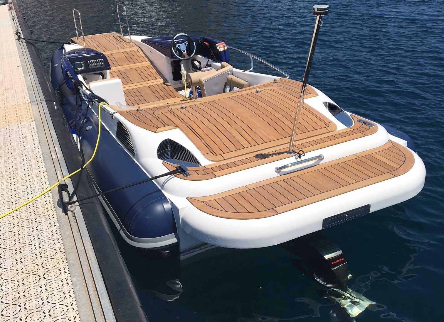 Speedboat with Marine Platform Lift