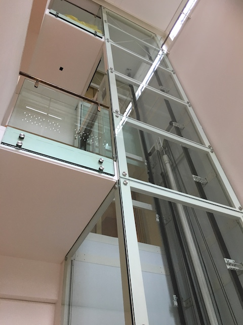 3 floor glass lift at the British Library