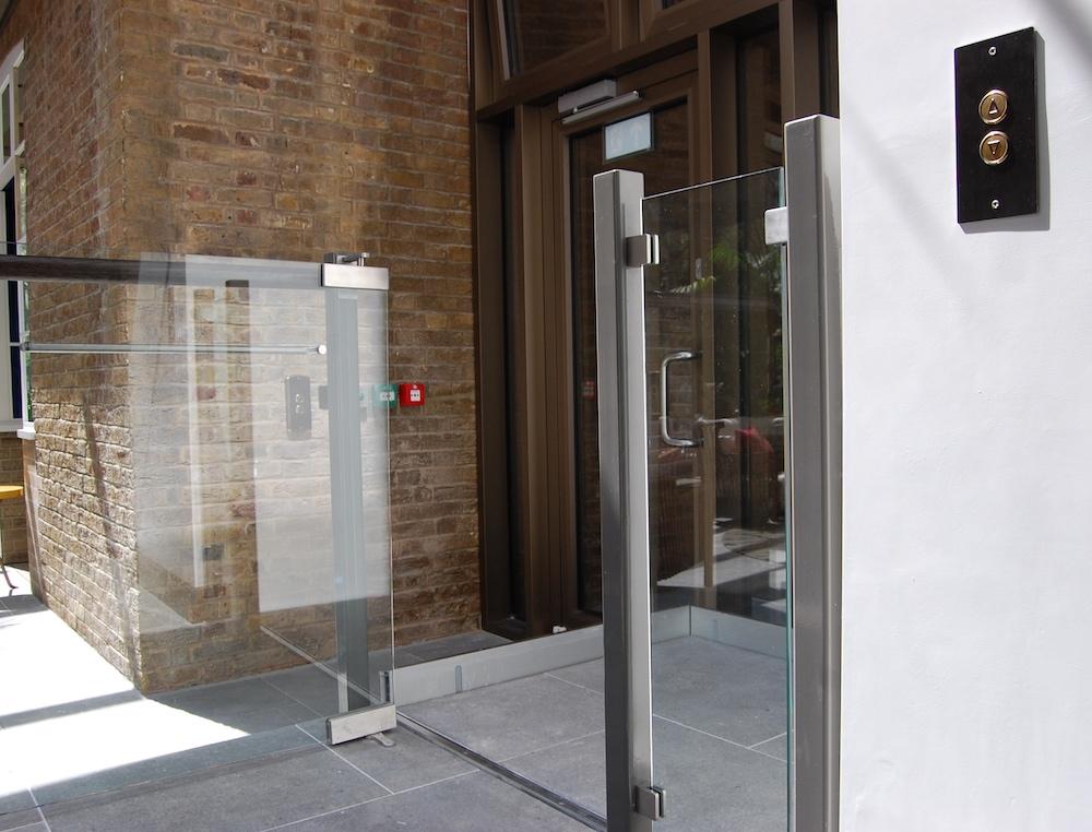 Platform lift with glass door