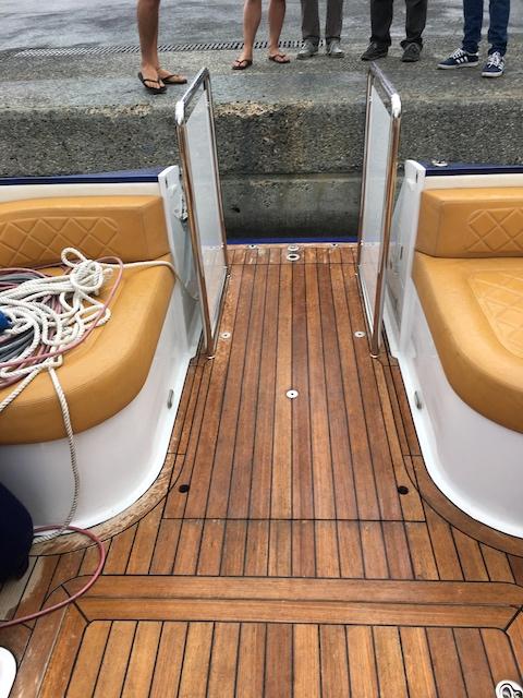 Hidden lift on speedboat