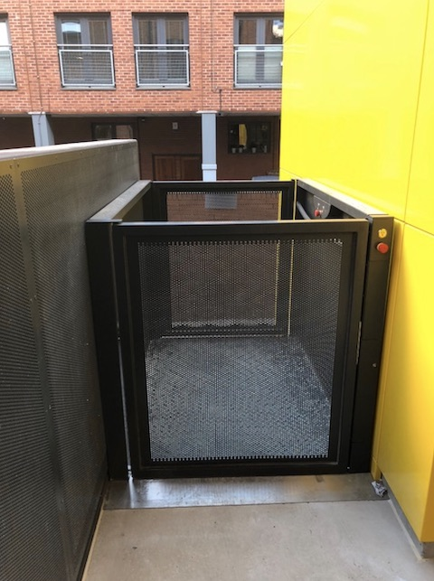 Goods Lift for Man Met University