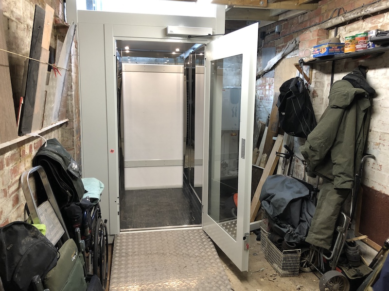 The lift from inside the garage on the ground floor, the lift cam with automatic doors to make it easier to use