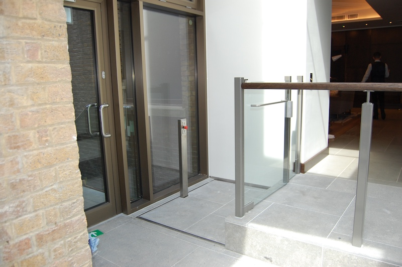External hidden lift at the Devonshire Club in the City of London